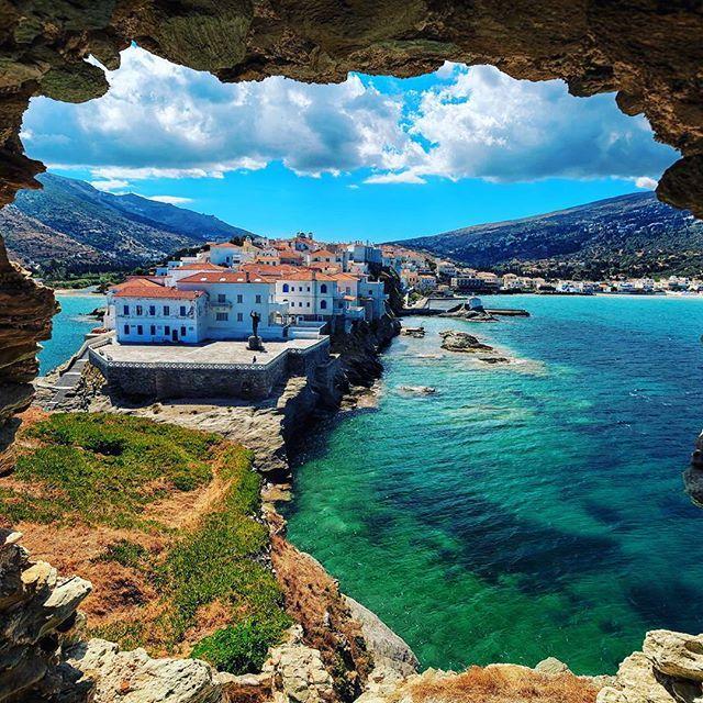 Hora of Andros......Η Χώρα (Άνδρος) είναι η πρωτεύουσα του νησιού............. Ήδη από την περίοδο της Φραγκοκρατίας ιδρύονται στην Άνδρο δύο οχυρωμένες πόλεις η μία εκ των οποίων στην Χώρα.............. Η πρωτεύουσα της Άνδρου έχει έναν ιδιαίτερο χαρακτήρα με πανέμορφα πλακόστρωτα δρομάκια........... αλλά και σύγχρονα επιβλητικά αρχοντικά που θυμίζουν το εφοπλιστικό της παρελθόν και παρόν........