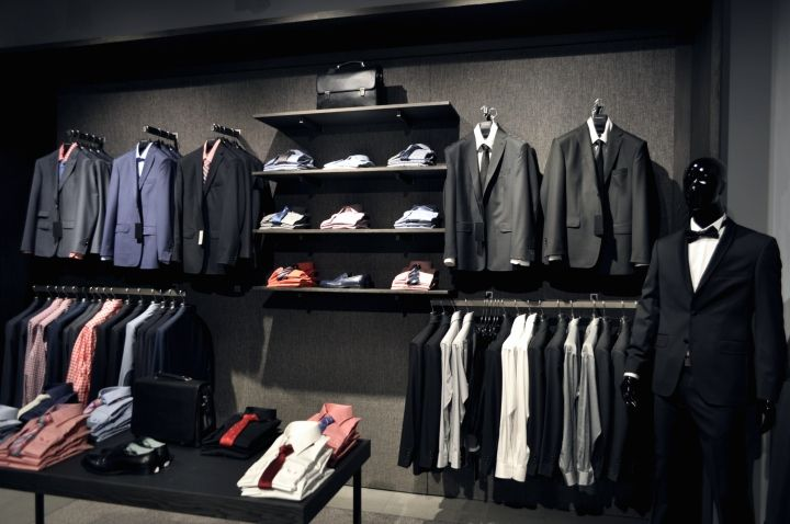 As a result of using dark, cold grey and black colour scheme, the interior obtained a look of men's studio. Materials were inspired by both raw, industrial forms of Tate Modern gallery in London and classical approach of Rembrandt.
