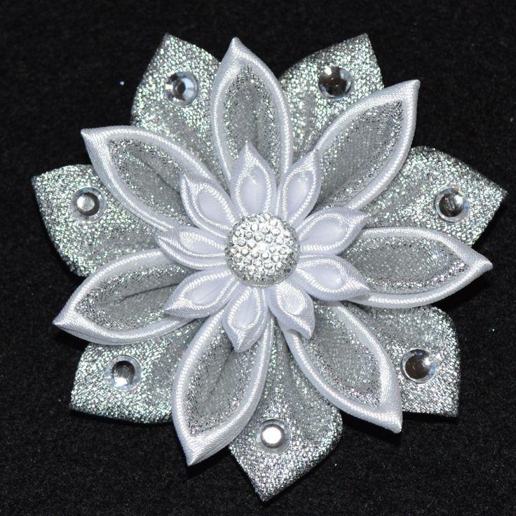 Handmade Girl's CHRISTMAS Flower/Snowflake por PrettyBlossomBows