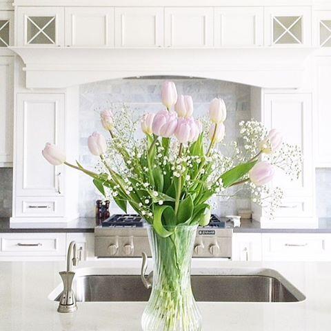 white kitchen + spring tulips | home decor | instagram: kristeneil