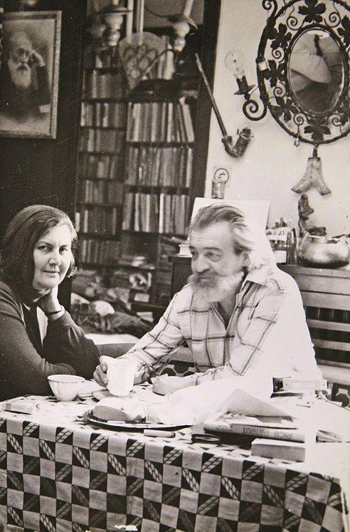 Ileana Vulpsecu (1932 - ) is a Romanian novelist and prose writer.  http://translate.google.com/translate?hl=en&sl=ro&u=http://ro.wikipedia.org/wiki/Ileana_Vulpescu&prev=/search%3Fq%3Dileana%2Bvulpescu%26biw%3D1024%26bih%3D671