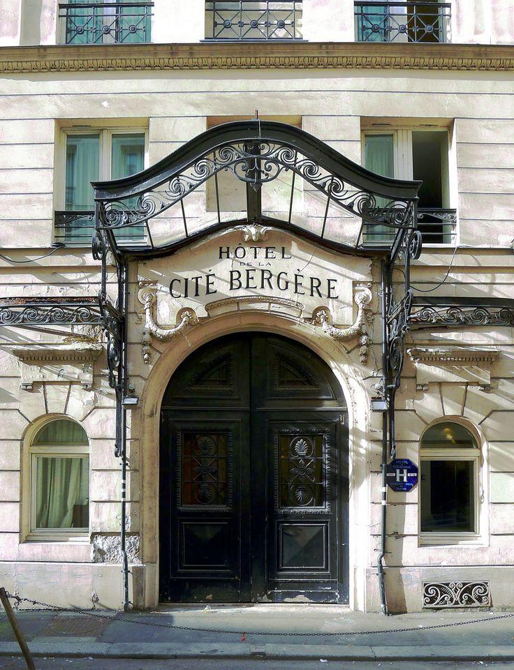 25 best ideas about hotel insolite france on pinterest. Black Bedroom Furniture Sets. Home Design Ideas