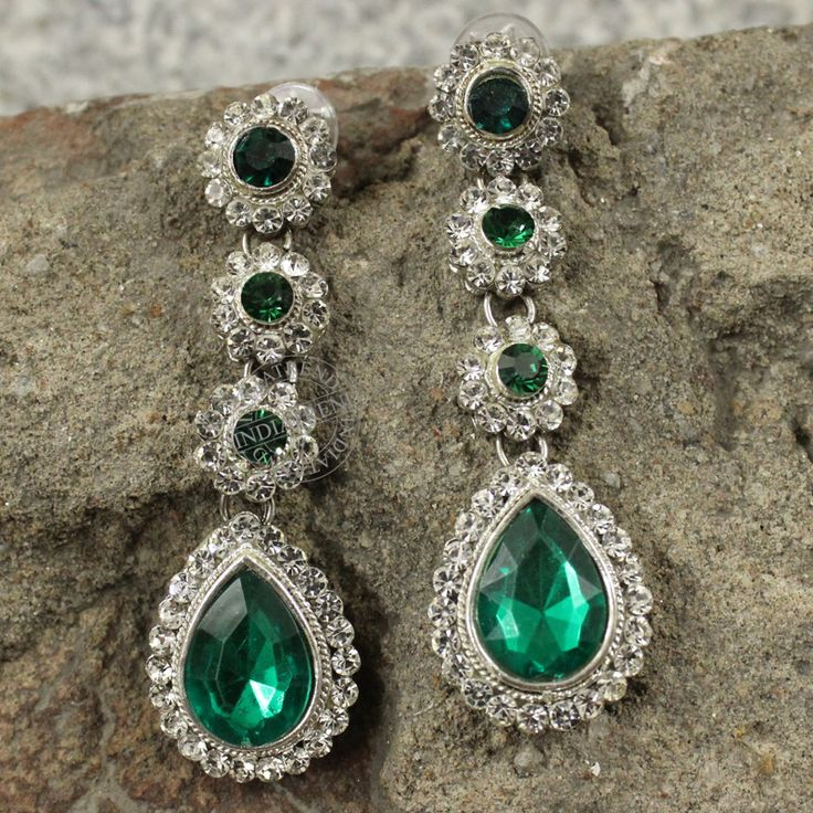 Beautiful Earrings  by Indiatrend. Shop Now at WWW.INDIATRENDSHOP.COM