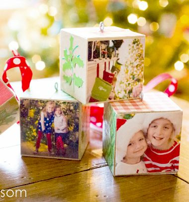 DIY Wood block photo ornaments with family photos // Egyszerű fakocka karácsonyfadíszek családi fotókkal // Mindy - craft tutorial collection // #crafts #DIY #craftTutorial #tutorial #DIYGift #Gifts #KreatívAjándék #HandmadeGifts