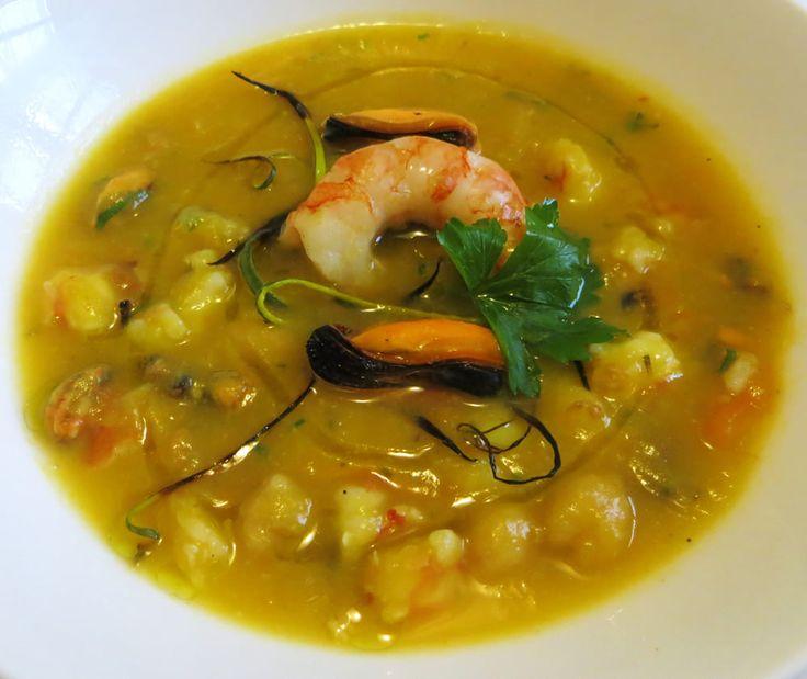 zuppa di zucca, ceci, gamberi e cozze