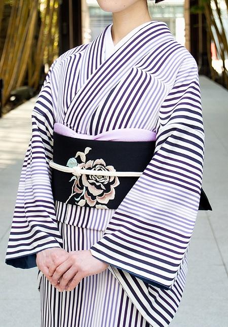 I love the stripes used so often by Kururi  アールデコ/深紫