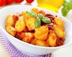 Gnocchis à la tomate épicée au Cookeo : http://www.cuisineaz.com/recettes/gnocchis-a-la-tomate-epicee-au-cookeo-79516.aspx