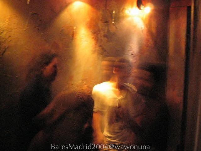 Bares de Madrid2006/  #vidamadrid #Madrid #madridtme #instamadrid #igersmadrid #ok_madrid #madridgrafias #madridmemola #madridmemata #loves_madrid #ig_madrid #igers #マドリード #マドリッド #españa #instaespaña #baresdemadrid #bares #noche