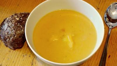Retete de mancaruri: Supă cremă de dovleac cu mere