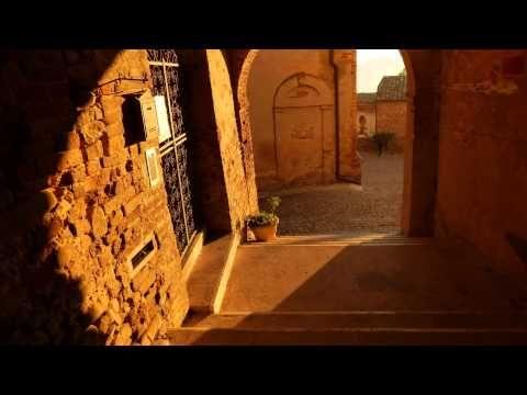 Passeggiando per Ortezzano ai primi raggi del Sole Walking at the first ...