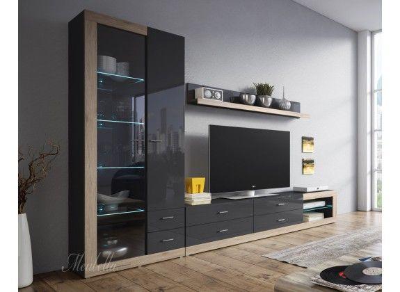 ... set bestaat uit een groot tv-meubel, een vitrinekast en een wandplank