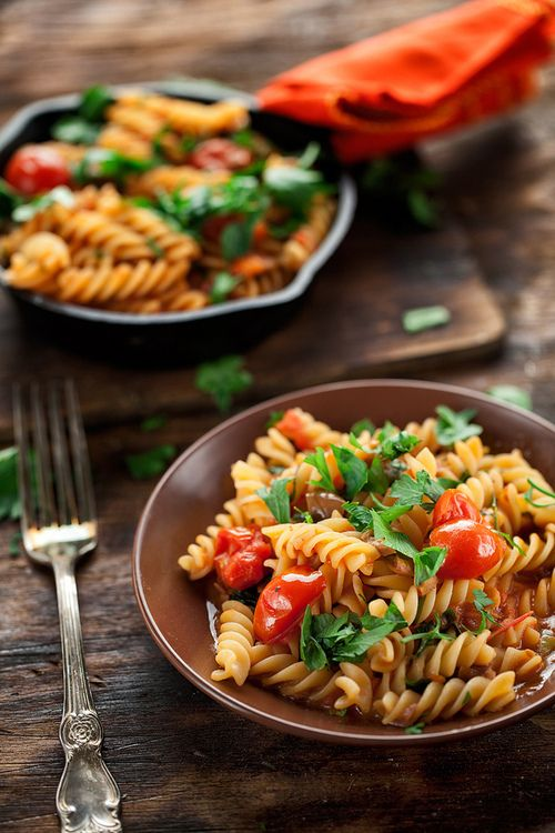 Rotini with Cherry Tomatoes and Basil