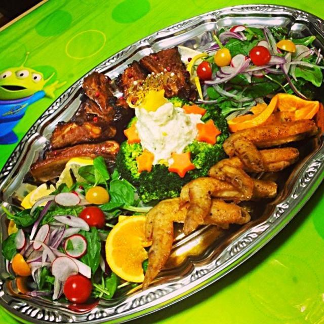 オーブンでらくちん料理★ - 43件のもぐもぐ - スペアリブ、手羽先のオレンジソース、ポテサラツリー、サラダ by Maricoskitchen