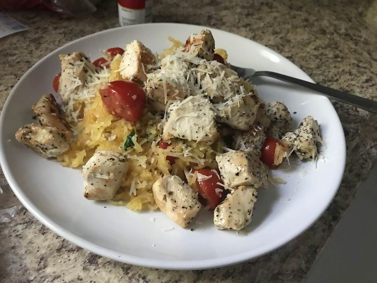 My 200 calorie dinner! Spaghetti squash grape tomatoes fresh garlic and basil and organic chicken breast #goodnutrition #physicalactivity #goodfood #vegetables #JuicePlus #healthymeal #healthyfood #healthy #health #exercise #eatclean