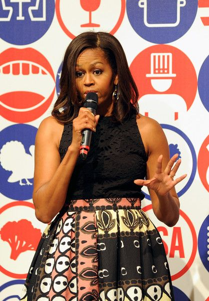Michelle Obama Photos - First Lady Michelle Obama Hosts Cooking Demonstration for Local Students - Zimbio