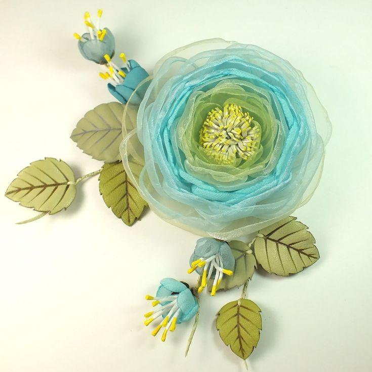 Купить Облачная Яблоня. Брошь с цветами из ткани и натуральной кожи - бирюзовый, светло-голубой, белый
