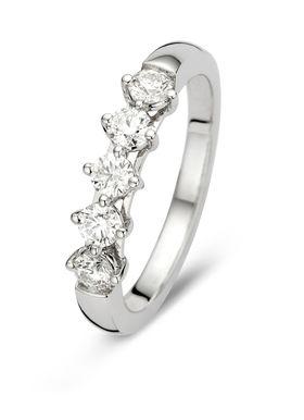 #diamondpoint #diamond #point  Deze alliance ring van Diamond Point is vervaardigd uit 18 karaat witgoud en is gezet met 5 briljant (hearts & arrows) geslepen diamanten met een totaalgewicht van 0.5 ct. Hearts & Arrows is de meest perfect geslepen diamant. De ideale verhoudingen en de volmaakte facetten creëren een buitengewoon effect van 8 pijlen boven in de kroon en 8 harten onder in het paviljoen van de diamant. Met een speciale loep worden harten en pijlen zichtbaar in de diamant. Deze…
