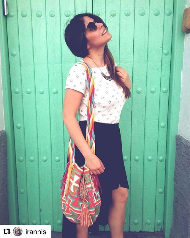Vive la vida a colores, como @irannis con nuestra mochila wayúu Zapara. . Shop online. #ootd Outfit of the day. Street style
