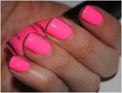 Śliczne różowe paznokcie