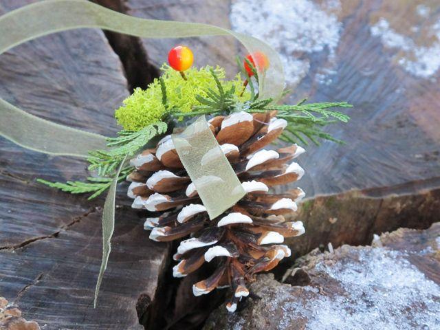 Tutorial on YouTube: Pine Cone Christmas Ornament (Karácsonyi toboz díszítés)
