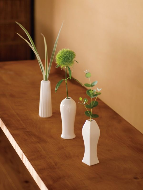 Love the simplicity. JICON : 花瓶 小 3種 | Sumally (サマリー)