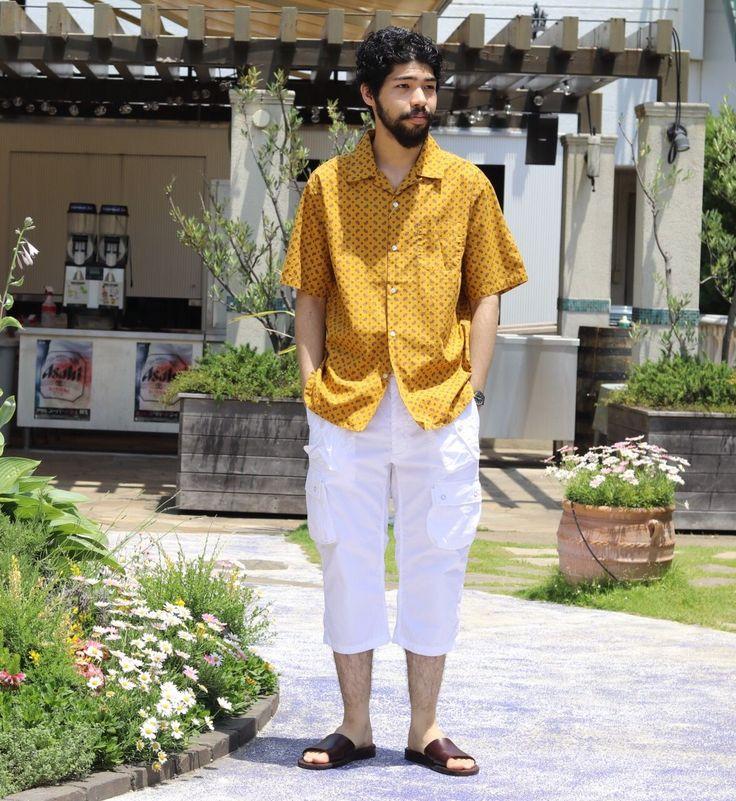 【オープンカラーシャツと黄と白】