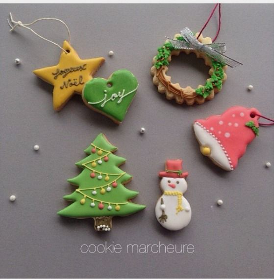 """Yuri on Instagram: """"前回とほぼ同じ写真すみません♀️ クリスマスレッスン こちらの内容で開催いたします。 詳細ブログ更新しました よろしくお願いいたします #icing #icingcookies #decoration #decoratedcookies #royalicing #christmas #christmascookies #christmastree #christmasgift #アイシング #アイシングクッキー #アイシングクッキー教室 #クリスマスクッキー #クリスマスレッスン #クリスマスツリー #東灘区 #神戸 #魚崎 #クッキーマルシュール #スイーツ #手作りクッキー #クッキー"""""""