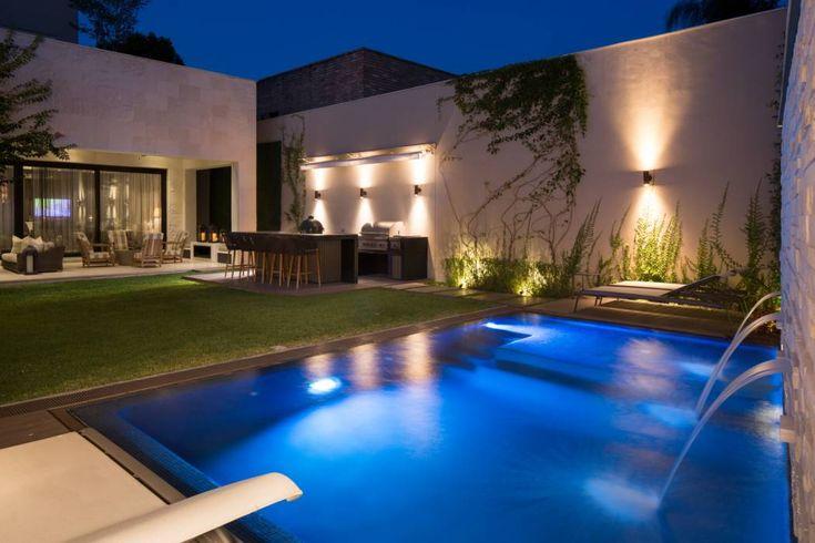 Casa Miguel Ángel : Albercas de estilo moderno por Rousseau Arquitectos