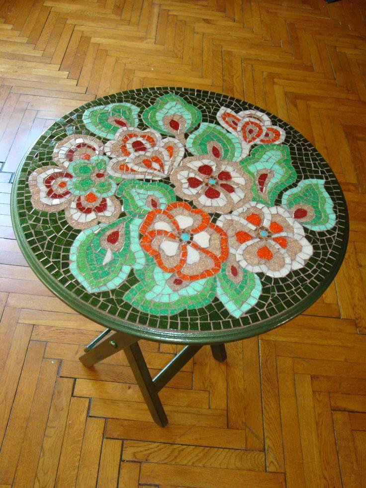 Çiçek desenli mozaik sehpa