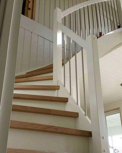 Klassisk trapp montert i dag :) #passionforwood #stairs #duringervibringer #oak #trapp