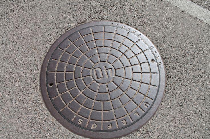 Een putdeksel is een deksel om de opening van een put af te sluiten, meestal van zwaar metaal, soms van kunststof.  Oslo mei 2014