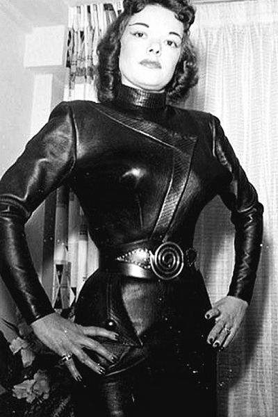 Lie. wifey dressed in leather suit mistress something