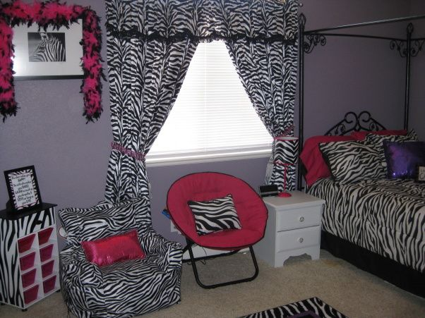 Purple pink and zebra daylas big girl room ideas crafts for Zebra bedroom ideas