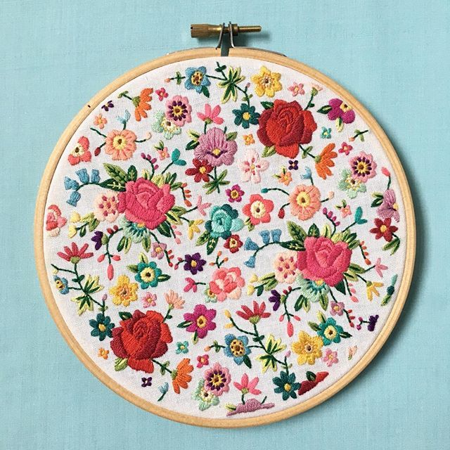 Happy Bank Holiday Monday! I've never really shown this hoop off before! I started it last summer on holiday and finished it a couple months ago. I have the urge to create a new one as I'm off on me holidays again on Saturday!!! I'm too excited! ☀️ #embroidery #embroideryartist #sewsal #sewsalfloral #stitchersofinstagram #handembroidery #handstitched #handmade #floral #repeatpattern #maker #etsymaker #designermaker #makersgonnamake #creativehappylife #doitfortheprocess