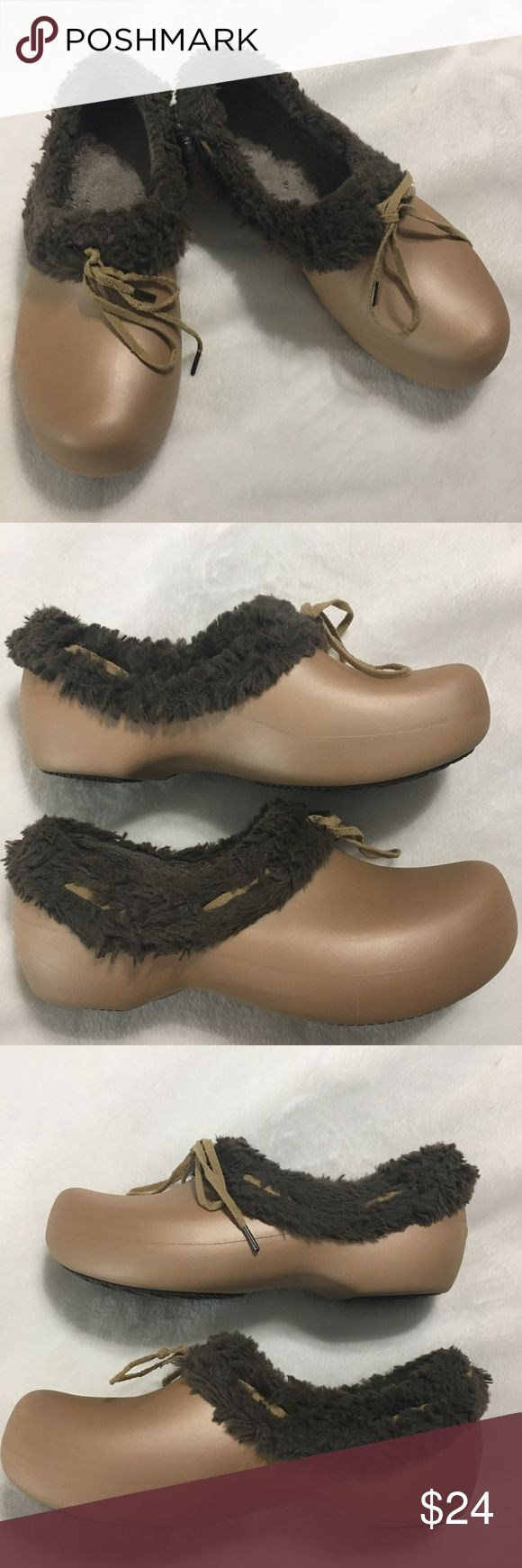 Women's Crocs Fur Lined Slip On Clogs Size 10W This is a pair of women's Crocs. These Crocs are a Golden Beige in color, Slip On, Fur Lined Clogs with lace. They are still in excellent gently used condition with very little signs of ware. Please take a look at all photos for condition and if you have any questions feel free to ask. CROCS Shoes Mules & Clogs