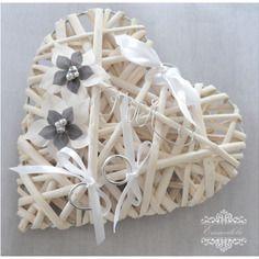 """Porte alliance coeur en rotin blanc avec fleur blanche et grise ,""""oui"""""""