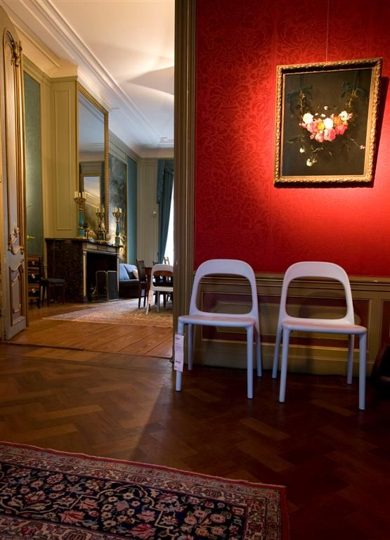 URBAN chairs light blue in red room Museum Geelvinck Amsterdam Photo: Photo Republic