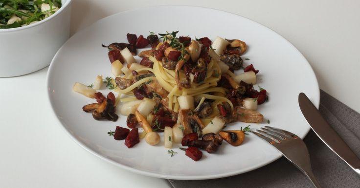 Van de welbekende kastanje champignons tot de onbekendere cantharel, de eetbare paddenstoel is een onbetwiste favoriet in een herfstig gerecht. Samen met de