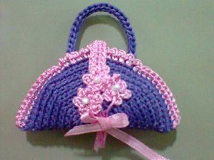 Crochet Mini Handbag free pattern.