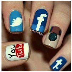 Le unghie con i disegni dei social network!!! Molto fortiiiii!!! <3