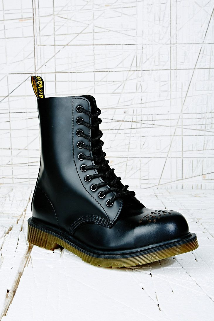 Dr. Martens Retro Short Boot in Black