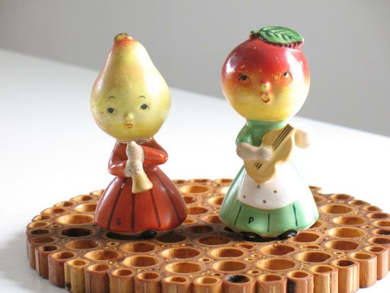 Super cute Napco anthropomorphic Peach and Pear fruit musicians from the 1950s Farm Girl series! Both have their original foil labels on the bottom stating National Potteries Company, Cleveland, Ohio and Made in Japan. They retain their original corks. Peach musician with the guitar is damaged (top of the guitar and hand are broken off), hence the reduced price. This set would be worth a pretty penny if they were perfect! But still adorable and still worthy of your love! Fruit musicians…