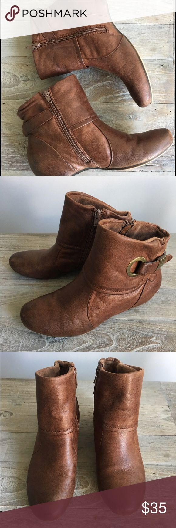 ✨ Like New Booties ✨ Like new. Mocha color. By Bearpaw. Worn 3 times. Only selling because I live in Hawaii but needed them during a trip in colder weather. Size 8.5 fits true to size. No trades. Will consider offers! BearPaw Shoes Ankle Boots & Booties