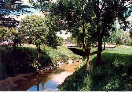 MP 15068. Winton Road bridge over Gardiners Creek in 1987.