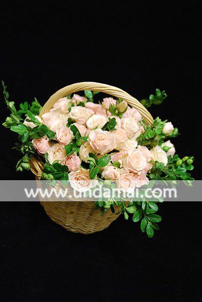 Aranjament floral cu miniroze somon