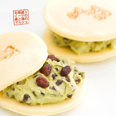 Warakudo / Shirodora - white skin dorayaki with green tea butter and red beans.
