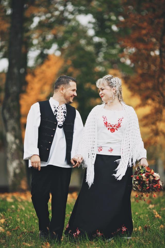 baf7d409f1 Kalocsai mintás ruha és férfi ing Foto: Andras Schram | himzes ...