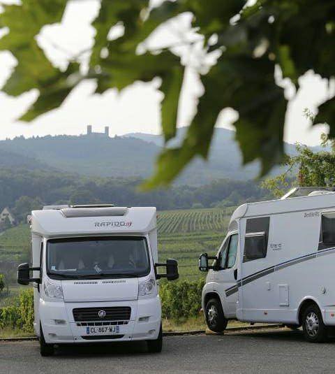 Aan de rand van Mittelbergheim is een heel mooi plekje voor kampeerauto's. #photography #travelphotography #traveller #canonnederland #canon_photos #fotocursus #fotoreis #travelblog #reizen #reisjournalist #travelwriter#fotoworkshop #willemlaros.nl #reisfotografie #moto73 #suzuki #v-strom #MySuzuki #motorbike #motorfiets #tw #fb #visitalsace #alsace #eguisheim #ribeauville #mittelbergheim #marienthal