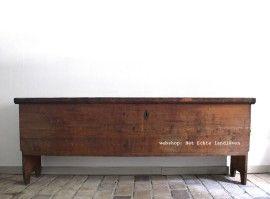 Bijzonder item !!!!   Oude hele grote meelkist .   Lengte 205 cm.    nr 1458