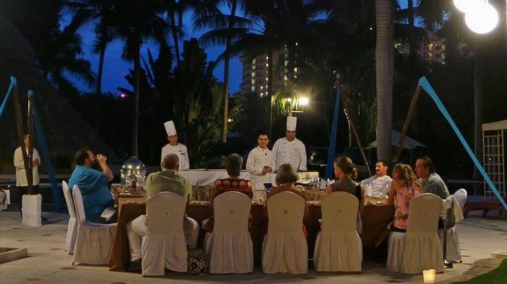 """""""Ужин с шеф-поваром"""" - шеф-повар одного из наших ресторанов готовит для вас за вашим столом!"""